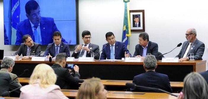 Abertura dos trabalhos sendo feita pelo presidente Davidson Magalhães.