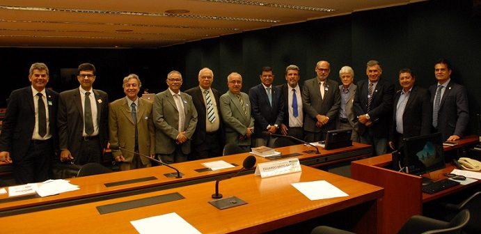 Servidores deputados e representantes da CEPLAC ao final dos trabalhos da Comissão